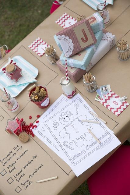 Id es pour occuper les enfants pendant et apr s les repas for Christmas table cover ideas