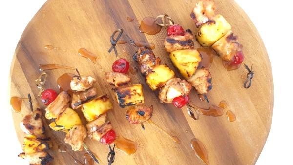 Mini brochettes de poulet à l'ananas et sa sauce aigre-douce