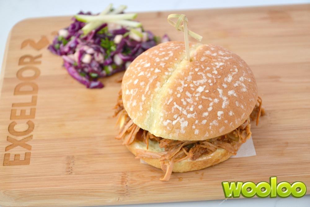 Burger de poulet effiloché érable et dijon à la mijoteuse Wooloo