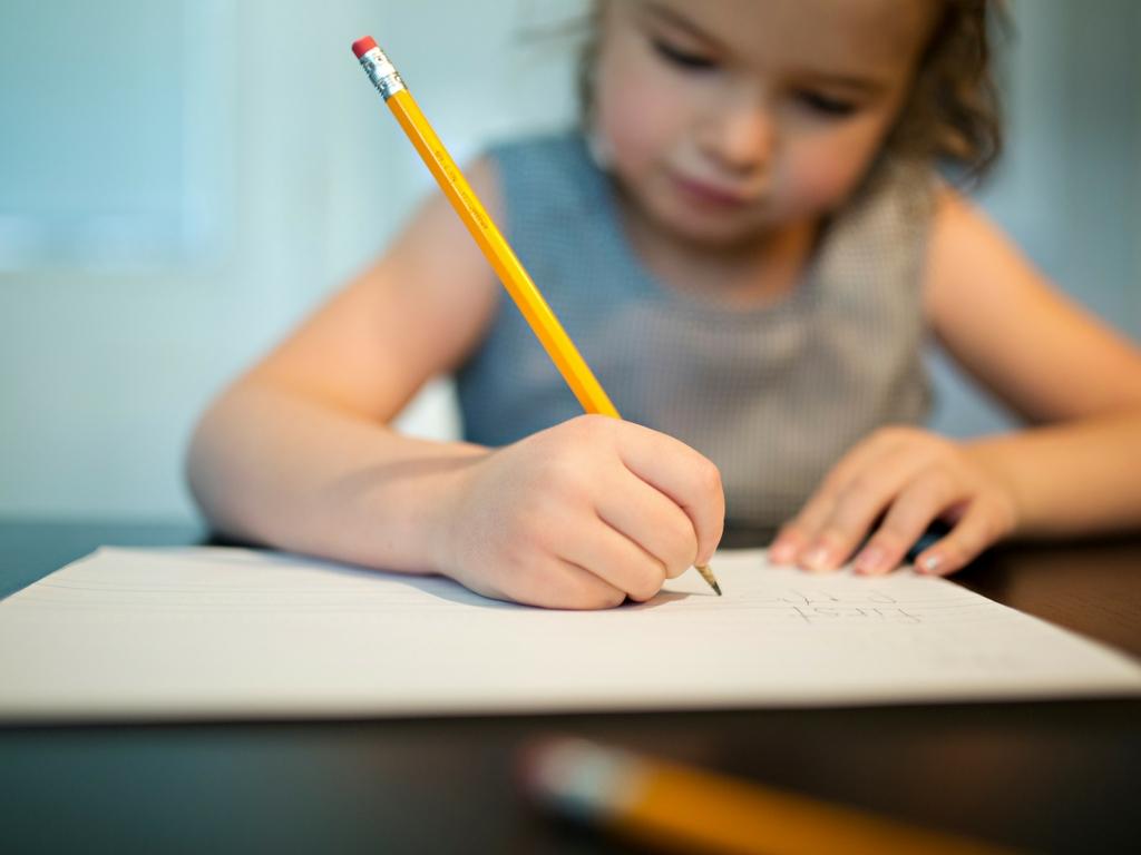 4 ressources pratiques pour faire les leçons des enfants autrement