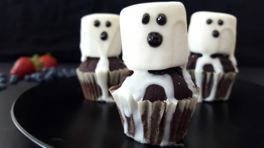 Cupcakes fantôme au chocolat chaud