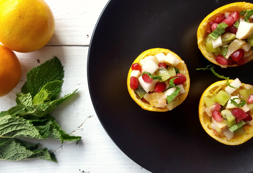 Salade de fruits d'hiver dans sa clémentine