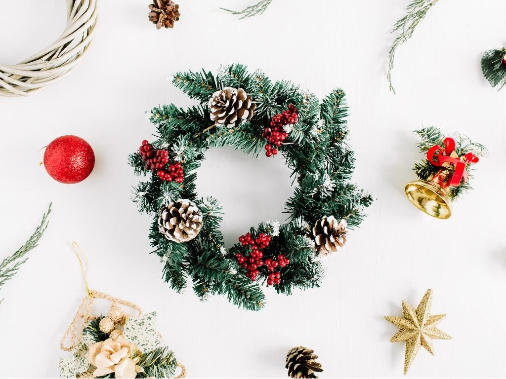 4 couronnes de Noël DIY qui ne vous coûteront rien (ou presque!)