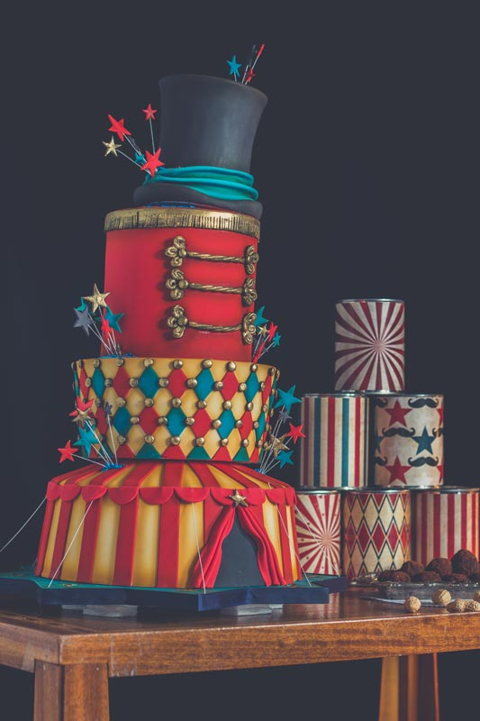 Gâteau 4 étages par Le Sucre au Four sur la thématique cirque / Dumbo.