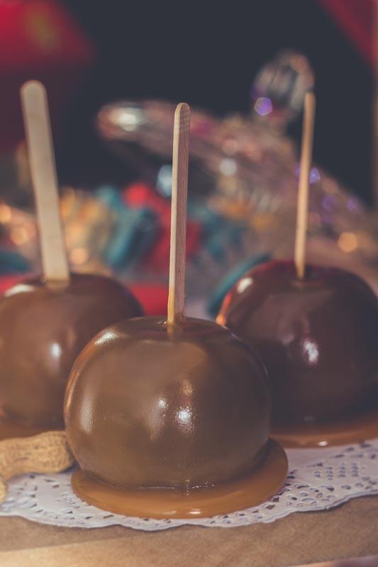 Pommes caramel pour une fête d'enfants thématique cirque / Dumbo.