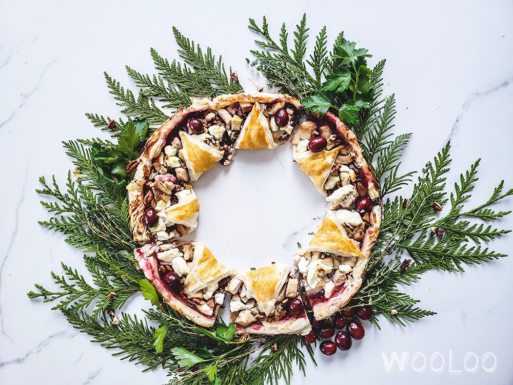 Couronne de Noël feuilletée au dindon, fromage de chèvre et canneberges